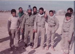 تعدادی از بسیجیان روستای پندر در جبهه